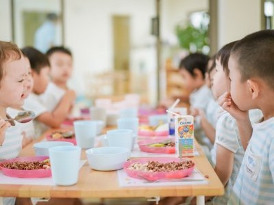 Kindergarten lunch time at Raintree international